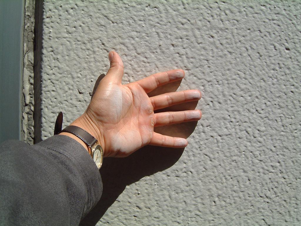 塗膜表面の粉化(チョーキング)