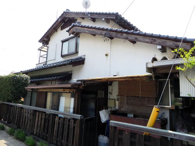 K様ご邸宅/2014年6月竣工 外壁:ナノコンポジットW 玄関木部:アク洗い+キシラデコール 着工前2