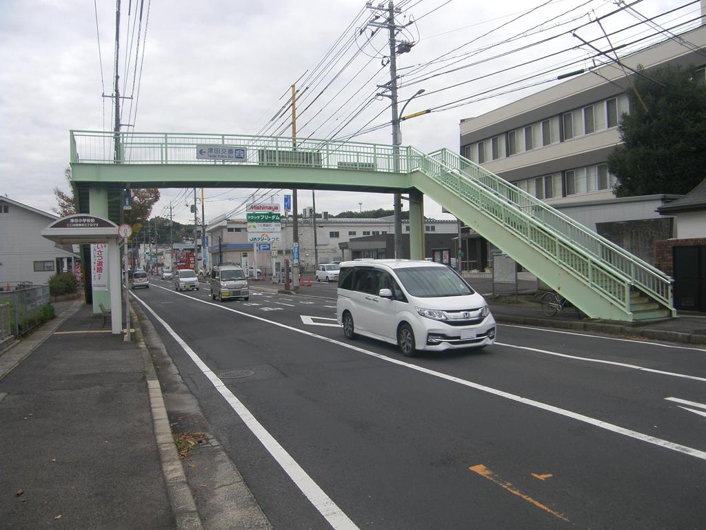 市道東津田鼻曲線 津田横断歩道橋再塗装工事 着工前01