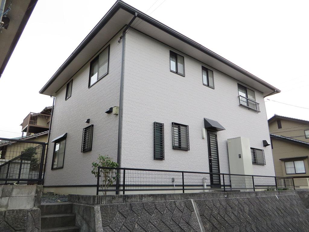 N様ご邸宅/2018年11月竣工 外壁:ナノコンポジットW/屋根:クールタイトSi 竣工2