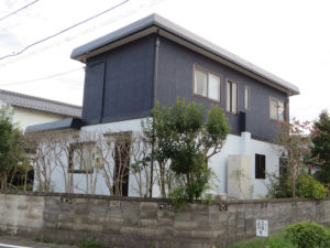 I様ご邸宅/2018年9月竣工 外壁:ナノコンポジットW/屋根:クールタイトSi 竣工後2