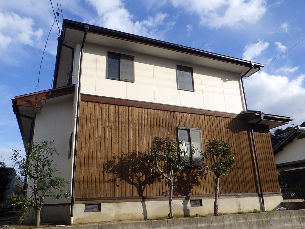 S様ご邸宅/2018年12月竣工 外壁:ナノコンポジットW/板壁:シッケンズ/屋根:クールタイトSi 竣工3