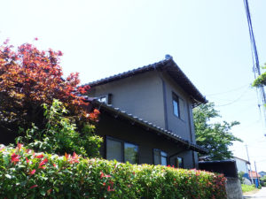 M様ご邸宅/2018年6月竣工 外壁:セラミクリーン/木部:キシラデコール 竣工3